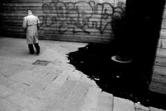 (Nocturnales) Tags: street bw paris france rain museum louvre streetphotography pluie muse rue ixtlan mikaelmarguerie