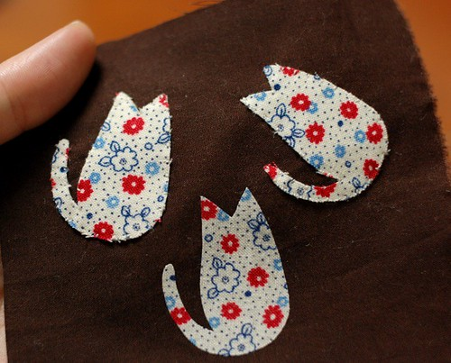 Cat applique coaster, Comparing Fusible web/interlining(Japanese, American)