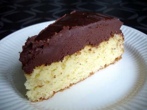 Buttermilk cake with chocolat sour cream ganache