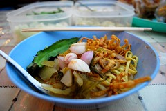 Khao Soi with chicken THB20 -  Night Market, Kad Suan Kaew (avlxyz) Tags: chicken shopping thailand soup curry chiangmai noodle picnik khaosoi ข้าวซอย khaosawy kadsuankaew