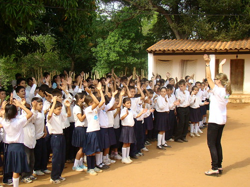 Chanting children at Profesora Cabrera
