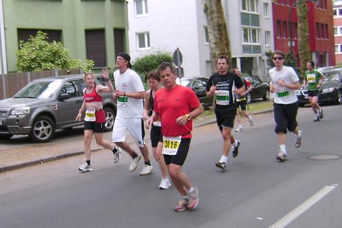 Auf der Laufstrecke des Düsseldorfer Marathons 2009