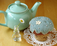 CupCake Pincushion (PatchworkPottery) Tags: stuffed handmade sewing crafts country felt fabric cupcake pincushion patchwork muffin applique zakka