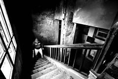 Vengo a prenderti ! (Funky64 (www.lucarossato.com)) Tags: bw texture abandoned scale stairs decay bn horror scala vendetta pictureperfect arma thriller felpa abbandono bastone cappuccio blackwhitephotos convitto prospetiva goldstaraward lucarossato funky64 seifighissimo