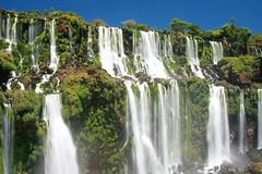 Longa-exposição do lado Argentino das cataratas de Foz do Iguaçu