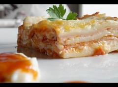 My 2nd lasagna (Jack Venancio) Tags: food macro yummy sony comida cybershot pasta delicious massa garfield cozinha lasagna lasanha hum w35 molho