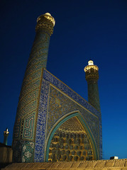 Heavenly (shagreen*) Tags: blue light sky panorama architecture night persian iran mosque iranian esfahan isfahan   jamemosque sonyp200 shahmosque sfahan minarat