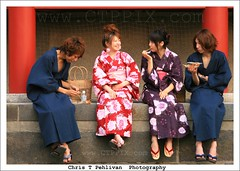 Japanese Youth with Kimonos (CTPPIX.com) Tags: travel vacation cute beautiful smile japan canon asian temple eos japanese asia pretty sitting ueno eating urlaub kultur culture ct flipflop nippon kimono ctp lovely tradition nihon asiangirl tokio japanesegirl chopstix asianguy japonya japaneseguy ctpehlivan christpehlivan ctppix ctppixcom guywithkimono