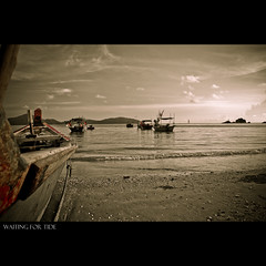 Waiting High Tide (KalerBlind { Im Back for Sexy No JutSu }) Tags: sea sky urban mist beach water stone out landscape bay nikon scenery foto angle reaching earth wide shutter pantai myst sillhoutte telok d90 vapours senangin