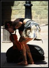 La violinista (Pemi Serarols) Tags: street girl tattoo female calle chica legs voyeur jupe stolen mm streetmusic rue miniskirt fille violinist carrer noia ragazza tatuaje músico stolenphoto tatouage musicien músic robat minifalda violinista robado violoniste fotorobada volé mirón stolenpics minijupe violí tatuatge photovolée minifaldilla stolengirl noiarobada chicarobada fillevolée