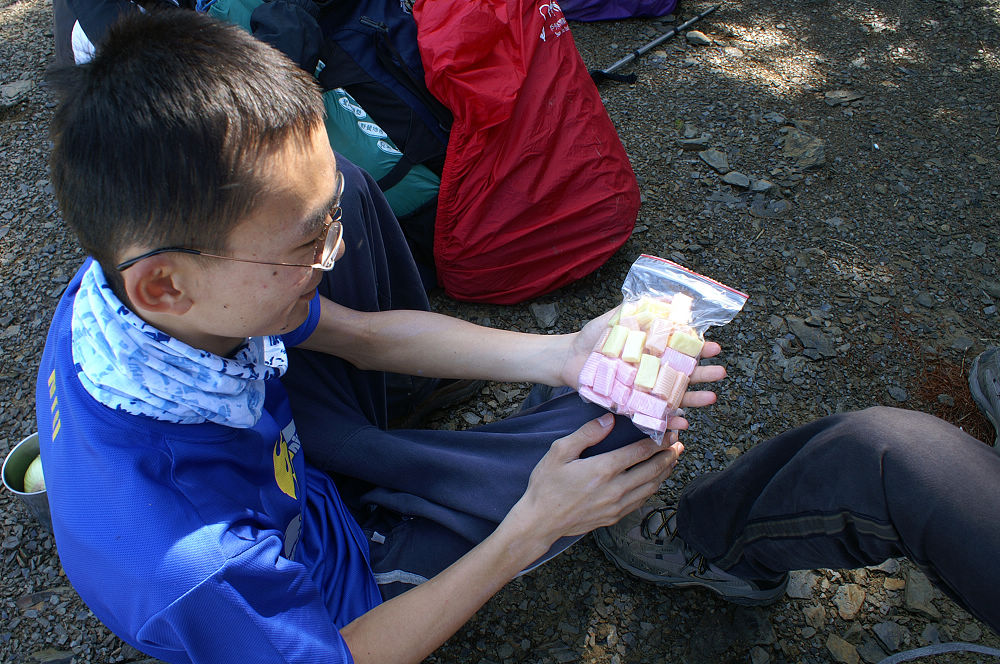 南湖大山day2-28 登山良伴果汁糖