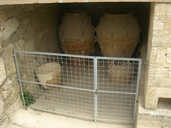 storage urns pithos