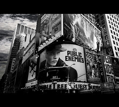 NYC - TIMES SQUARE (Giorgia Pelucani) Tags: new york city nyc urban usa cinema film apple public june america canon square big jungle johnny times depp 1020mm urbanjungle 2009 enemies eos450d
