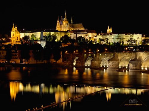prague-night-1280x960