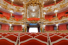 Cuvillis Theater - Munich (yushimoto_02 [christian]) Tags: red music rot architecture canon germany munich mnchen geotagged deutschland concert arquitectura europe theater audience palace symmetry musica architektur munchen musik baroque schloss muenchen residenz schlos mywinners colorphotoaward platinumheartaward cuvillis cuvillies