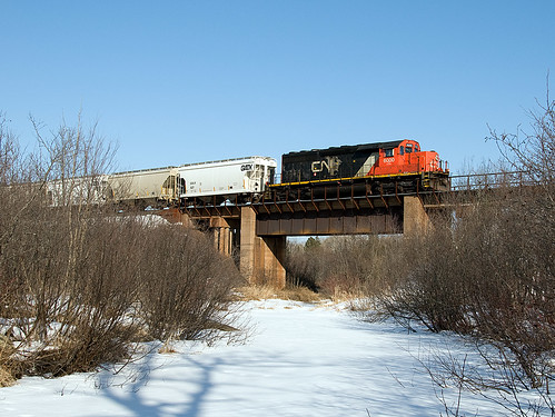 CN 6000 crossing the Midway River