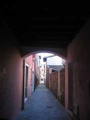 Calle. (pawy) Tags: colors mare caorle