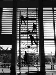 Andamios/Scaffolding (Mister Blur) Tags: blackandwhite bw blancoynegro silhouette méxico hospital scaffolding yucatan yucatán merida siluetas blackdiamond andamios mérida mantenimiento bwartaward hrae rocoeno