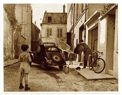 Vintage car wash (essichgurgn) Tags: life street italien boy bw italy dog white black paris france sepia cat vintage puppy photo cool frankreich kitten scenery italia child fiat photos 5 kitty scene kind wash devil beast katze doggy 500 francia pussycat schwarz italie wombat junge vieille 1930 simca kätzchen ragazzo topolino tasmanian cinq ragazzi parisienne tazmanian weis wombats vieilles schwarzweis 1930´s