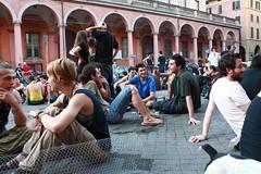 Piazza Verdi (Bologna) - La quiete prima della demenza -  La polizia carica la gente seduta in piazza 20-05-09 (Tyler Durdan_) Tags: bologna birra 200509 fanculo sbirri piazzaverdi fascismi