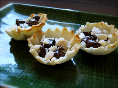 phyllo shells with chocolate and toasted macademia nut