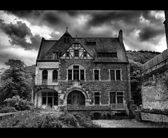 ThE LonelY HousE (Sam ♑) Tags: bw house canon germany deutschland europa europe haus lonely uc cochem mosel rheinlandpfalz einsame vftw theperfectphotographer cochemzell stealingshadows sam8883 platinumpeaceaward