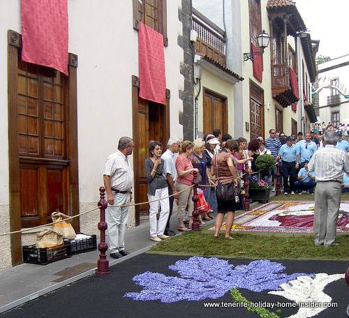 Corpus-Christi-2009-019-Blue flower carpet-La Orotava Spain