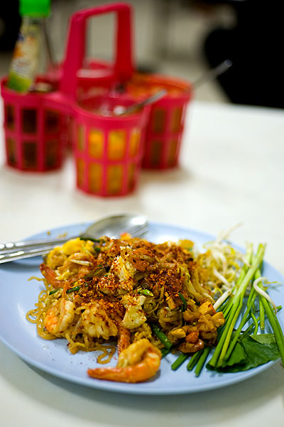 A dish of phat thai at Phat Thai Fai Look, a stall in Bangkok