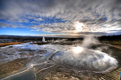 Blesi Hot Spring (and Strokkur Geyser) - Iceland (5ERG10) Tags: blue sky water sergio photoshop lens landscape photography iceland nikon europe turquoise great wideangle handheld sulphur geology geyser sulfur scandinavia geothermal geysir strokkur thermal hdr highdynamicrange sland hotsprings icelandic geysers d300 blesi haukadalur nordiccountries gusher 3xp photomatix sigma1020 tonemapping stri thechurn arnessysla theblazer geysirarea lveldi rnesssla amiti 5erg10 sergioamiti