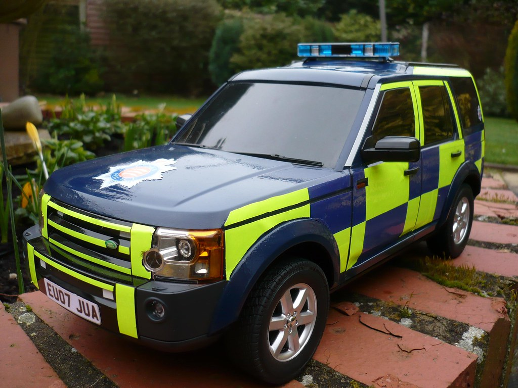 Essex Police Land Rover Discovery 3 Rayleigh Road Policing Unit - 1:14 Scale, Fully Radio Controlled