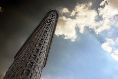 Flatiron (Sphinx!) Tags: city nyc windows sky usa newyork building architecture clouds america arquitectura unitedstates district edificio cel eua cielo narrow flatiron nube estrecho ciutat estadosunidos nuevayork nuvols edifici eeuu novayork finestres estret cidad estatsunits