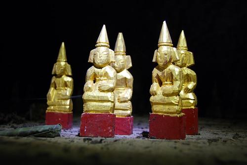 buddhas in upper cave, pak ou