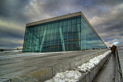 Oslo Opera House (Papafrezzo,  2007-2012 by www.papafrezzo.com) Tags: snow oslo norway architecture geotagged norge nikon opera europe wideangle tokina1224 tokina operahouse scandinavia hdr tokina1224mmf4 tokina124 photomatix tokina1224f4 snhetta tokina1224mm tokinaatx124 d80 oslooperahouse tokinaaf1224mmf4