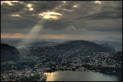 Lago di Como (Patri Sanmartn) Tags: como luz sol lago agua italia reflejo rayo brillo miln