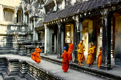 Monks @ Angkor Wat (P3t3rT) Tags: cambodia traditional religion angkorwat siemreap buddhisttemple asiatravel youngmonks canonxti tamron18250mm buddhistism p3t3rt petertham 21jan09