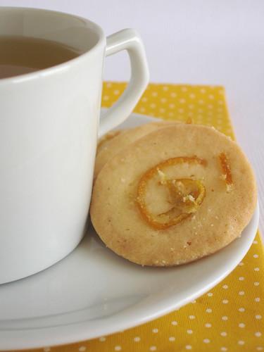 Candied orange sugar cookies / Biscoitinhos com casca de laranja em calda