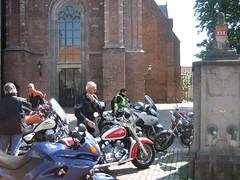 parkeren in Wijk bij Duurstede (erikvanderkooij) Tags: lente lek wijkbijduurstede betuwe voorjaar kooij schoonhoven hekendorp tourtocht lekdijk motorrijden erikvanderkooij mariekekaijser