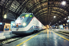 Milano Centrale di notte (Jrg Dickmann) Tags: italien italy milan station night train geotagged vanishingpoint italia nacht milano eisenbahn railway zug bahnhof hauptbahnhof canon5d bahn stazione notte hdr mainstation centralstation ferrovia mailand stazionecentrale canon1740 geo:lat=45486598 geo:lon=9204215