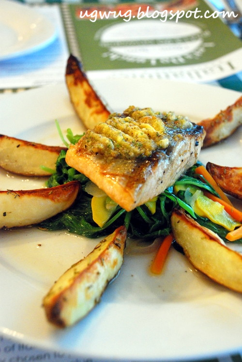 Grilled Salmon with spinach and oregano butter
