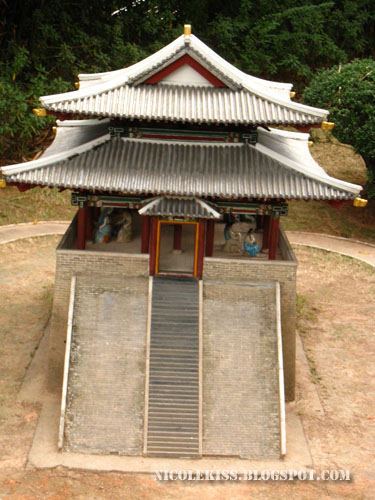 bu tung mun gate in Korea close up