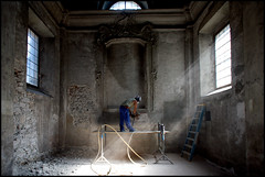 la demolizione del sacro (mbeo) Tags: people church foto gente kirche demolition chiesa explore photograph locarno eglise sacro demolizione 14mm composizioni rifrazione mbeo luceincidente chiesadisanfrancescolocarno