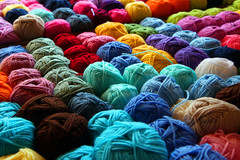 Istanbul, March aux alentours du Grand Bazar (Calinore) Tags: color wool architecture turkey market fil istanbul turquie textile couleur marche laine constantinople textil grandbazar bigbazar pelotte lacollection selectionneespargetty