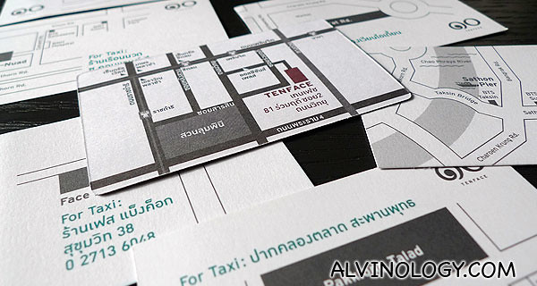 A thoughtful set of Bangkok attraction cards, with directions for taxi drivers in Thai