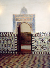 Ornamented doorway, Alcazar, Seville (wrightrkuk) Tags: sevilla spain seville andalucia alcazar andalusia unescoworldheritagesites ph227 moorishspain wh227 catedralalcázaryarchivodeindiasdesevilla cathdralalcázarandarchivodeindiasinseville