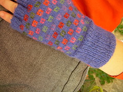 Little gems mittens (Prunila) Tags: holiday ik 2007 blueklein littlegemsmittens