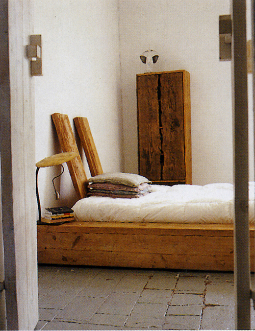 Italian Elle Decor, December 2004 - platform bed
