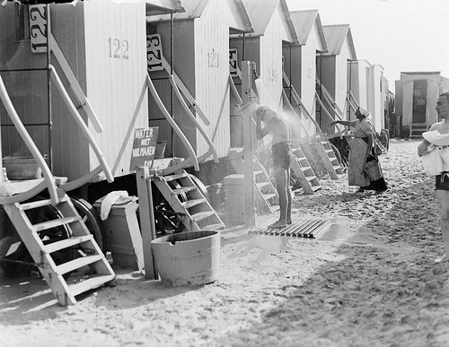 Douchen bij de strandhuisjes / showering at the beach-huts