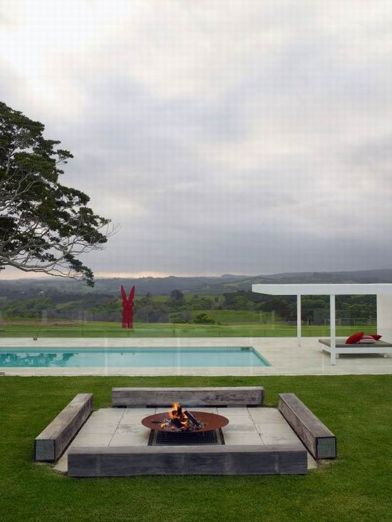 12 Sharon Fraser Modern House - Minimalist Outdoor Fireplace