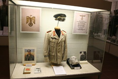 Panzermuseum Munster - Saal der Sammlungen - Wstenfuchs Erwin Rommel (yetdark) Tags: museum deutschland uniform military wwii collection worldwarii ww2 weapons munster tankmuseum ausstellung panzermuseum secondworldwar lneburgerheide worldwartwo militr niedersachsen wehrmacht sammlung waffen totenmaske zweiterweltkrieg erwinrommel wstenfuchs militrmuseum 50mostinteresting generalfeldmarschall deutschewehrmacht tamron1024mm landkreissoltaufallingbostel saaldersammlungen deutschespanzermuseummunster armedforcesofgermany germantankmuseum