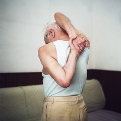 (Salva Lpez) Tags: portrait rolleiflex back arms 26 grandfather freak portra abuelo roig intime 400vc mxevs